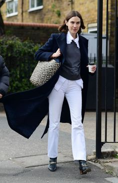 Alex Chung, Alexa Chung Style, Dark Jeans, Trousers, Pants, Style Icons, Cool Girl, Casual Outfits, Street Style