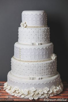 Imagem relacionada Wedding Cakes With Cupcakes, White Wedding Cakes, Elegant Wedding Cakes, Wedding Cake Designs, Cupcake Cakes, Beautiful Wedding Cakes, Beautiful Cakes, Amazing Cakes, Pretty Cakes