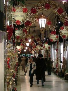Christmas-time arcade in Piccadilly Circus, in London