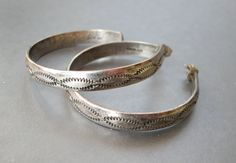 vintage navajo sterling silver hoops with hand-done chasing