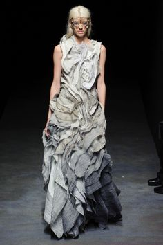Topography Dress    Yiqing Yin (Spring 2014 Couture)
