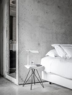 15 Examples Of Amazing Concrete Bedroom Walls Concrete Bedroom, Concrete Interiors, Concrete Walls, Concrete Jungle, Modern Interior Design, Interior Design Inspiration, Interior Architecture, Beton Design, Exposed Concrete