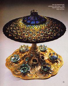 ART NOUVEAU - Un modèle de la série de Lampes aux Paons de Louis Comfort Tiffany, vers 1898