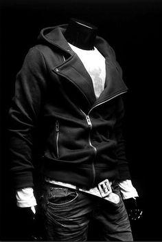http://spektrodesign.com/ropa-hombre/polerones/poleron-negro-gorro-y-cierre.html
