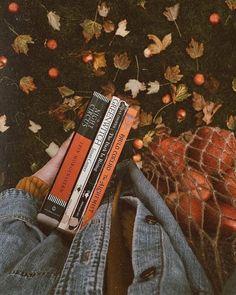 murs de papa autumn fall books reading orange autumn - New Ideas Orange Aesthetic, Book Aesthetic, Aesthetic Painting, Aesthetic Vintage, Aesthetic Outfit, Aesthetic Pictures, Aesthetic Anime, Autumn Photography, Book Photography