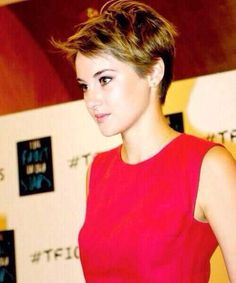 Pictures Pixie Round Faces with Layers Shailene-Woodley-Hai Pictures Of Pixie Haircuts, Cute Haircuts, Boxie Cut, Pixie Hairstyles, Cool Hairstyles, Short Hair Cuts, Short Hair Styles, Coiffure Hair, Pelo Pixie