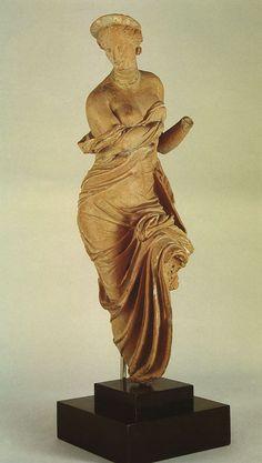 Aphrodite (Venus), Hellenistic statuette (terracotta), c. 2nd century BC, (Antikensammlung, Staatliche Museen, Berlin).