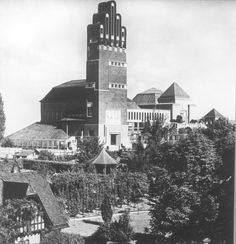 Darmstadt, Mathildenhöhe. Hochzeitsturm und Ausstellungsgebäude (1908, J. M. Olbrich)   Stoedtner, Franz