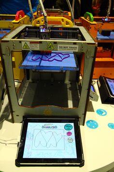 The Ultimaker doodle bar at the 3DEA 3D Printer pop-up at @Katie Schmeltzer Howlett / openhouse GALLERY