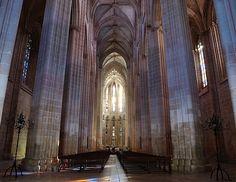 Klasztor Matki Boskiej Zwycięskiej w Batalha. Religious Architecture, Places In Europe, The Good Place, Palaces, Country, Amazing Places, Castles, Travel, Mood