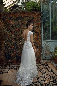 Lihi Hod bridal 2016 Wedding Dresses White Bohemian In blending 'boho' chic with Parisian high-couture her 2016 collection, 'White Bohemian' has both modern and vintage inspirations. 2016 Wedding Dresses, Bohemian Wedding Dresses, White Wedding Dresses, Designer Wedding Dresses, Bridal Dresses, Dresses 2016, Bridal Musings, Modern Vintage Weddings, Vintage Modern