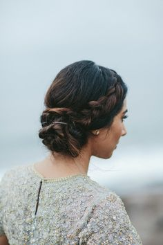 Photography: Melia Lucida, Photographer - undefined Floral Design: Teresa Sena - undefined Read More on SMP: Up Hairstyles, Braided Hairstyles, Wedding Hairstyles, Modern Hairstyles, Homecoming Hairstyles, Good Hair Day, Hair Dos, Her Hair, Bridal Hair