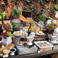 All Kinds of Hairstyles for Women - Best Trends Cheese Tray Display, Cheese Platters, Brunch Buffet, Party Buffet, Grazing Platter Ideas, Catering Food Displays, Cheese Table, Styling A Buffet, Party Trays