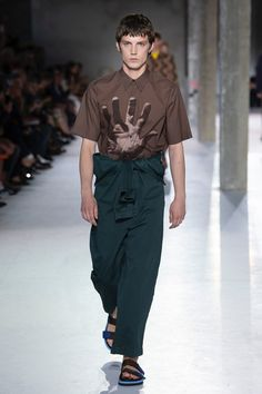Dries Van Noten Spring 2019 Menswear Fashion Show Collection Men's Fashion, Runway Fashion, Fashion Brands, High Fashion, Fashion Show, Queer Fashion, La Mode Masculine, Mens Trends, Vogue Paris