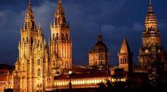 Vista nocturna de la Catedral de Santiago de Compostela.