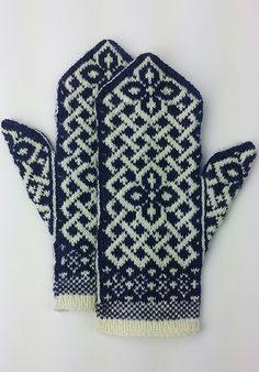 Neuen : Gratis breipatroon -: Manicmaiden & # s Celtic Carol, Knitted Mittens Pattern, Knit Mittens, Knitted Gloves, Knitting Socks, Free Knitting, Knitting Designs, Knitting Projects, Knitting Patterns, Crochet Patterns
