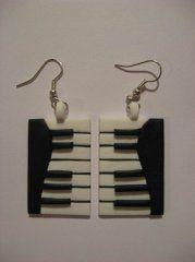 Olya Colibri's photo tutorial for keyboard earrings, bracelet and pendant.