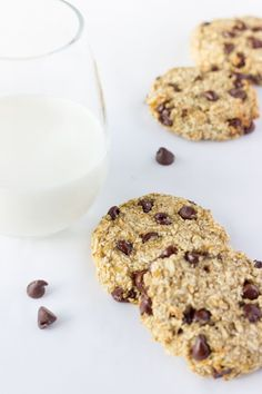 These healthy, chewy and soft 3 ingredient banana oatmeal cookies are ready under 20 minutes . Vegan, Dairy-free, Egg-free and Gluten-free! Healthy Oatmeal Cookies, Banana Oatmeal Cookies, Oatmeal Cookie Recipes, Chocolate Chip Oatmeal, Chocolate Chips, Yummy Cookies, 3 Ingredients, Food Processor Recipes, Dairy Free