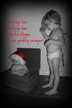 Een kusje hier, een kusje daar. En een mooie kerstkaart is klaar.