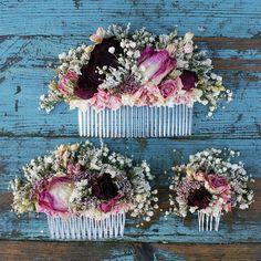 Unsere handgemachten getrocknete Blume Haare Kämme sind eine großartige Alternative für die Erstellung von einem wilden böhmischen aussehen zu Ihrer Hochzeit. Sie sind erhältlich in drei Größen Messen: Kleine Blumen messen ca. 7cms über X-4cms hoch. Mittelgroße Blüten messen ca.