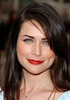 Rena Sofer, i mention her because i was watching this Seinfeld episode where she was feature and her presence was stealing the show! I never watched General Hospital back in the days, so i wasn't aware of her.