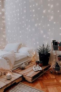 21 Cozy Decor Ideas With Bedroom String Lights Mesmerizing decoration id. - 21 Cozy Decor Ideas With Bedroom String Lights Mesmerizing decoration ideas with bedroom st - Diy Wall Decor For Bedroom, Cute Bedroom Ideas, Small Room Bedroom, Modern Bedroom, Master Bedroom, Bedroom Inspo, Bedroom Ideas For Small Rooms Cozy, Contemporary Bedroom, Serene Bedroom