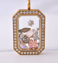 Origami Owl - Gold Heritage #locket filled with things you love about #Christmas... #ChristmasLights, #snowflakes, #ChristmasTrees and #ornaments Put your special memories, of the #holidays, in a locket at lianesoer.origamiowl.com