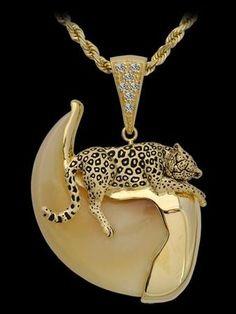 3-D Leopard Pendant,
