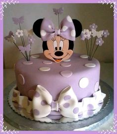 Minnie Mouse cake has become a cherished birthday wish for every child. The beautiful appearance and wonderful designs of that cake makes a fancy birthday Torta Minnie Mouse, Bolo Do Mickey Mouse, Bolo Minnie, Minnie Cake, Baby Cakes, Girl Cakes, Cupcake Cakes, Oreo Cupcakes, Mini Cupcakes