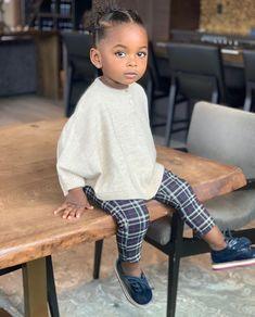 Look at that face Cute Kids, Cute Babies, Baby Kids, Beautiful Black Babies, Beautiful Children, Toddler Fashion, Kids Fashion, Brown Babies, Pretty Baby