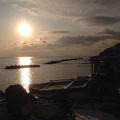 【nonchannel119】さんのInstagramをピンしています。 《太陽の道  昨日の誕生日にダイソンが届いたので、朝から掃除機かけまくり、今充電中。…怖いほどの吸引力です(笑)  #すっぴん#無加工#朝#morning#太陽#朝日#海#sun#sky#sea#空#ソラ#今朝#磯舟#シルエット#風景#景色#japan#hokkaido#hakodate#日本#北海道#函館#光》