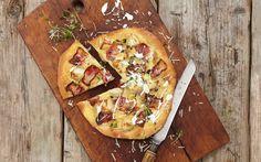 Flatbread er slags pizza som er veldig typisk australsk. Denne versjonen er en moderne vri signert kokken Jason Atherton, som nettopp har åpnet restaurant i Sydney. De røkte potetene gjør hele forskjellen. Perfekt mat å lage på grillen.