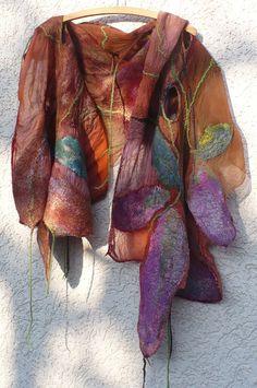 Ein toller Schal gefilzt aus Seidenstoffen und Merinowolle ca. 200 x 45 cm Groß!  Unikat!