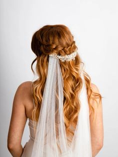 The Best Places To Buy Bridal Veils | OneFabDay.com Lace Veils, Bridal Veils, Wedding Veils, Short Veil, Old Hollywood Style, Elegant Bride, Bridal Hair Accessories, Bridal Style, Hair Styles