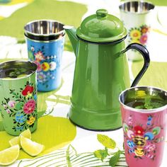 Fill a coffee pot with iced drinks to keep them cold for a garden party Deco Boheme, House By The Sea, Al Fresco Dining, Colorful Garden, Iced Tea, Afternoon Tea, Tea Set, Cool Kitchens, Outdoor Gardens