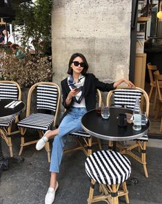 15 French Style Influencers Who Nail the Effortless Parisian Look fashion chic French Chic Fashion, Parisian Chic Style, French Street Fashion, Look Fashion, Girl Fashion, Parisian Chic Fashion, Parisian Summer, Dress Like A Parisian, Paris Chic