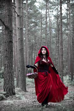 Rᴱᴰ Rᴵᴰᴵᴺᴳ Hᴼᴼᴰ by Andy Wicks Red Riding Hood Costume, Red Riding Hood Makeup, Psychedelic Drawings, Fantasy Photography, Red Art, Red Hood, Lady In Red, Dress Up, Costumes