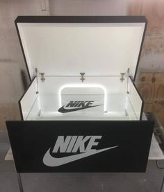 Giant shoe box nike with led lights and glass shelf Giant Shoe Box, Pinterest Room Decor, Hypebeast Room, Shoe Box Storage, Basketball Bedroom, Sneakers Box, Diy Shoe Rack, Lumiere Led, Safety Glass