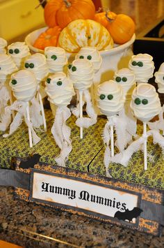 """Yummy Mummies"" Cake Pops 