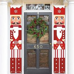 Christmas Yard Art, Christmas Front Doors, Christmas Makes, Christmas Wood, Christmas Wreaths, Christmas Crafts, Christmas Time, Nutcracker Christmas Decorations, Outdoor Christmas Decorations