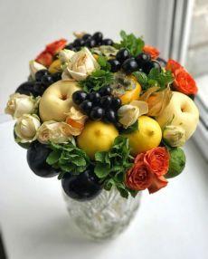 Table Arrangements, Flower Arrangements, Food Bouquet, Strawberry Fruit, Candle Making, Fresh Flowers, Fruit Salad, Eye Candy, Creations