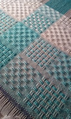 Actually a woven blanket, but it suggest some interesting patterns for a crochet/knit blanket Pin Weaving, Card Weaving, Loom Weaving, Basket Weaving, Swedish Weaving Patterns, Loom Patterns, Weaving Textiles, Tapestry Weaving, Loom Bands