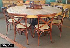 Stof Lar Decorações - Móveis em Madeira de Demolição : Mesa redonda com pé modelo Guapo e cadeiras paris