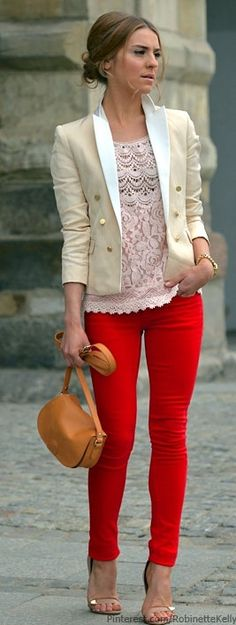 Attractive and stylish outfit. Red pants, lace top and blazer Style Work, Mode Style, Look Fashion, Street Fashion, Womens Fashion, Fashion Trends, Gq Fashion, Street Chic, Style Feminin