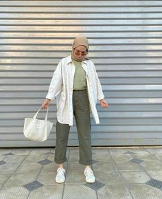 Stylish Hijab, Modest Fashion Hijab, Modern Hijab Fashion, Street Hijab Fashion, Casual Hijab Outfit, Hijab Fashion Inspiration, Muslim Fashion, Ootd Fashion, Streetwear Fashion