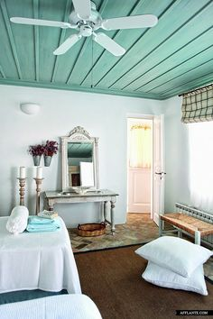 Ceiling painted, neutral room