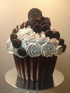 Giant Oreo Cupcake Design with Chocolate mold for bottom Giant Cupcake Cakes, Large Cupcake, Oreo Cupcakes, Yummy Cupcakes, Cupcake Cookies, Giant Cupcake Recipes, Ladybug Cupcakes, Kitty Cupcakes, Snowman Cupcakes