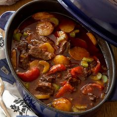 Ungersk gulasch – klassiskt recept Lunch Recipes, Beef Recipes, Dinner Recipes, Cooking Recipes, Hungarian Recipes, Happy Foods, Crock Pot Slow Cooker, Soul Food, Lunches And Dinners