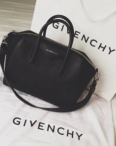 Givenchy bag - my ultimate handbag dream. Handbags On Sale, Black Handbags, Luxury Handbags, Purses And Handbags, Designer Handbags, Wholesale Handbags, Sacs Design, Givenchy Handbags, Dior