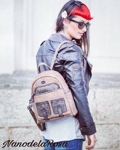 Pensando en cambiar de #mochila #backpack ?? Aquí tienes una propuesta moderna y llena de color con un tamaño compacto pero muy versátil por su capacidad.. Si buscas que lleve un montón de bolsillos, seguro que este es tu style así que no lo demores más y pregúntanos por el !!! Another #nanodelarosa #style. Si te ha gustado la propuesta y te apetece adquirirlo en unos de sus tres colores acerca a #outletgacela #bolsosazkona & #thebackpack #nosvemosenlastiendas